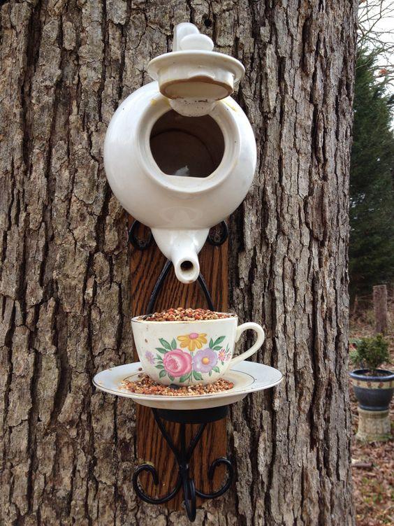 В чайничку пташка може звити гніздечко.