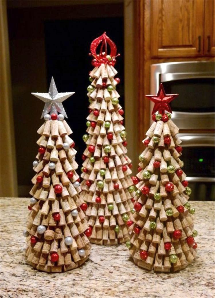 Новорічний декор з винних корків