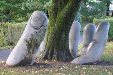 Садові фігури, створені своїми руками – автограф господаря на пейзажі саду