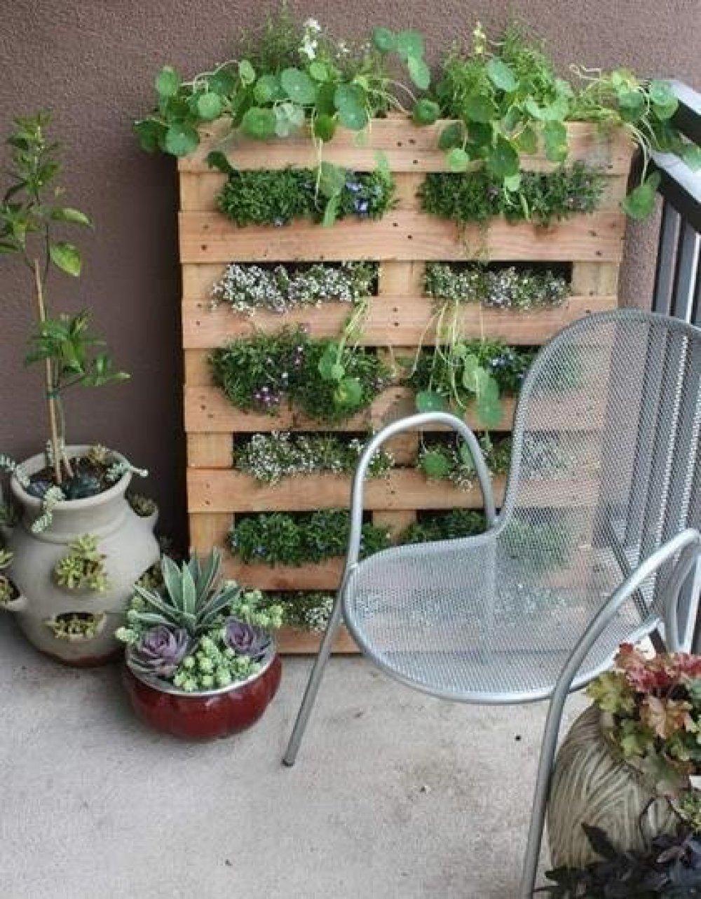 Как украсить балкон цветами: идеи и полезные советы.