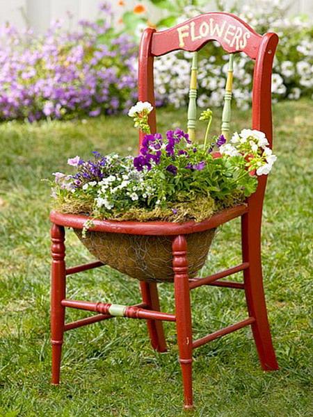 Клумба-стілець з кошиком для ампельних рослин