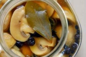 Гриби шампіньйони мариновані – рецепт на 15 хвилин