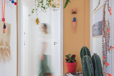 Ось вам рішення – повісьте її над дверима