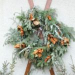 Лижі у новорічному декорі