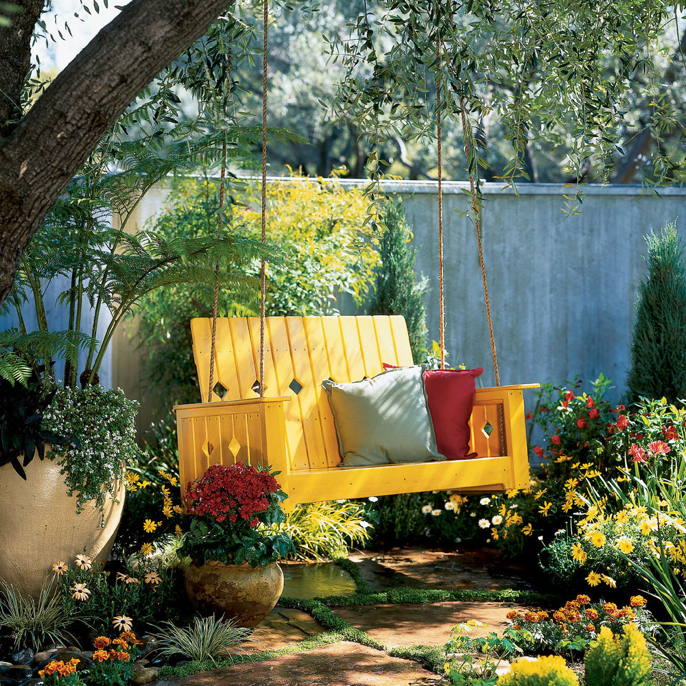 Гойдалки в саду