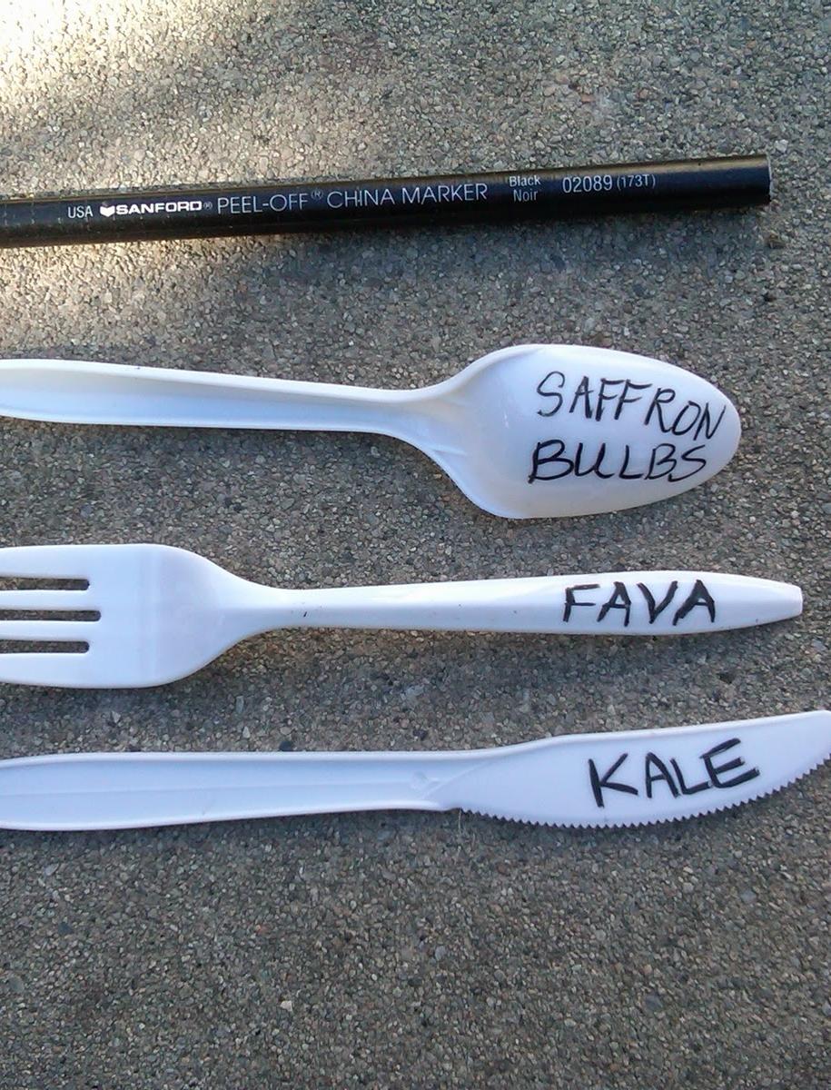 Маркери для рослин з пластикових ножів, виделок, ложок