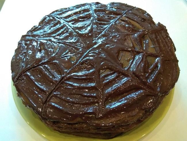 """Торт """"Витязь"""" можна полити зверху розтопленим шоколадом"""