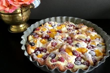 Оригінальний пиріг з фруктами «Літнє розмаїття»
