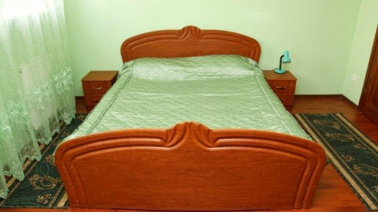 Фото спальні «як не треба робити»