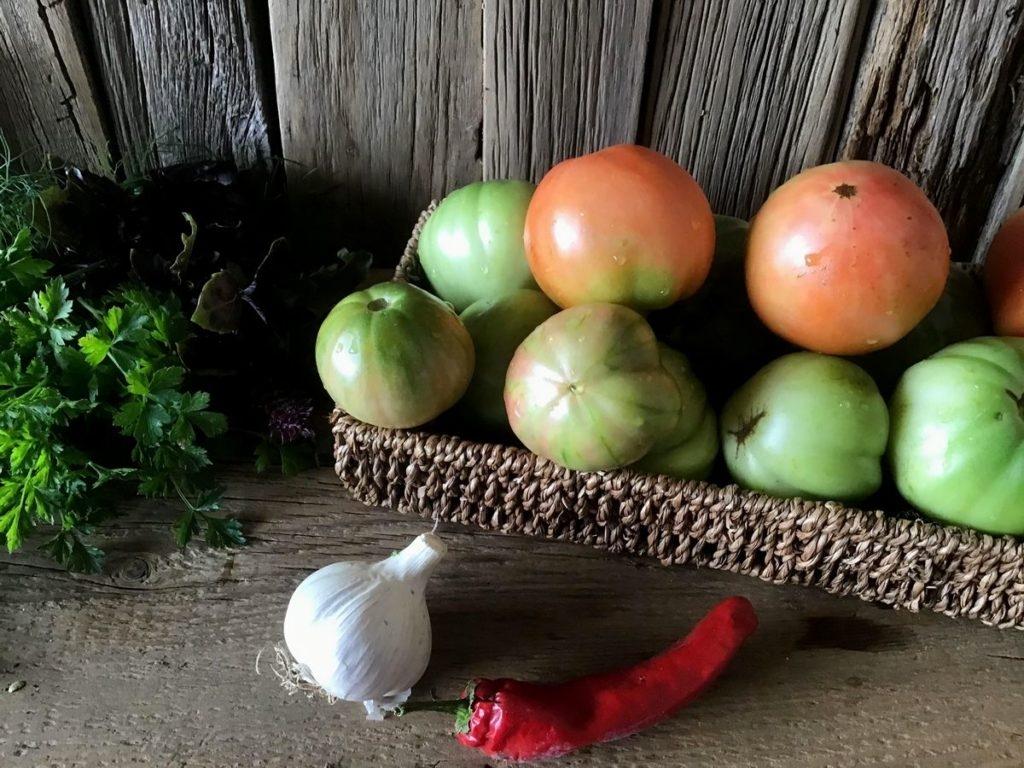 salat-iz-zelenix-pomidoriv-02-1024x768-8481367