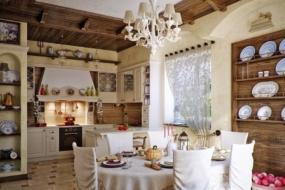Ремонт кухні в стилі кантрі — підлога, стеля, стіни