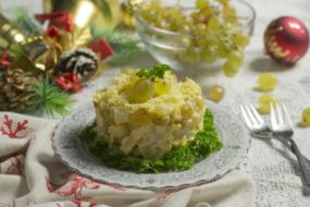 Салат «Новорічна казка» з фруктами та сиром