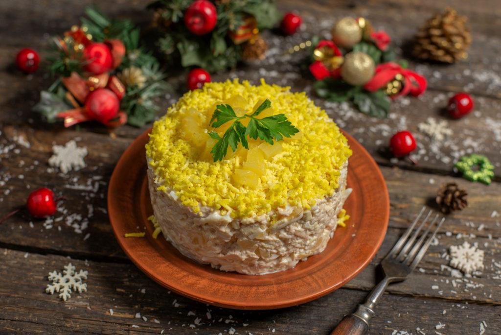 salat-z-kurkoyu-ta-ananasom-01-1024x684-4456451