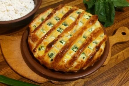 Пиріг зі шпинатом, зеленою цибулею і сиром