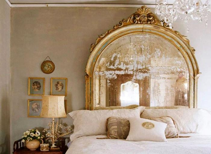 Узголів'я ліжка з дзеркала