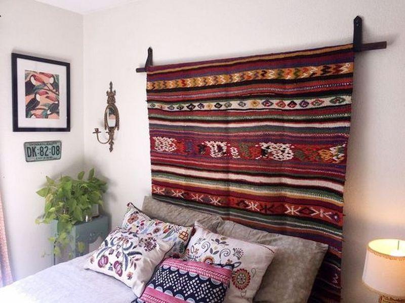 Узголів'я ліжка - килим