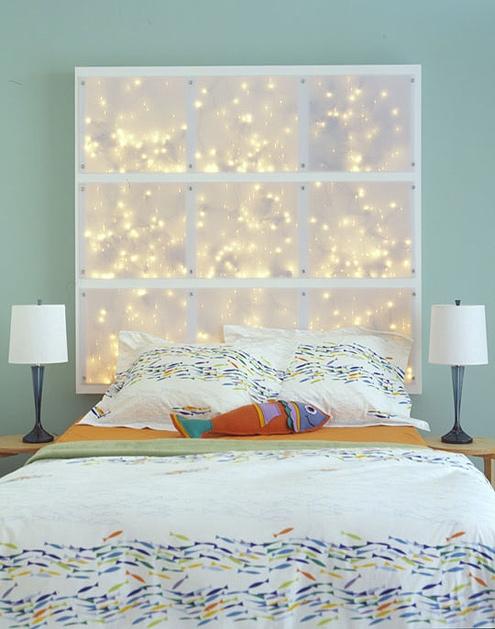 Узголів'я ліжка з гірляндами