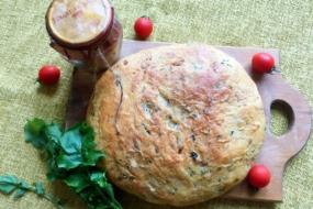 Паляниця за мотивами італійської кухні — з руколою і в'яленими томатами