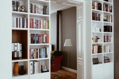 Зберігання книжок біля дверей