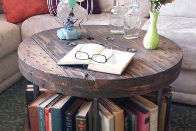 Ніші в столі із книжками
