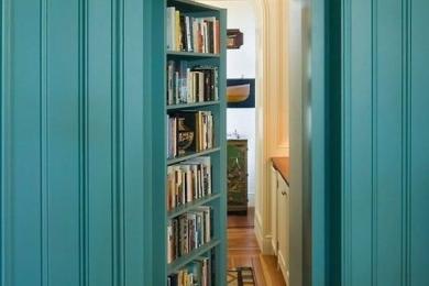 Зберігання книжок на дверях