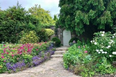 В саду є таємні кімнати для усамітнення