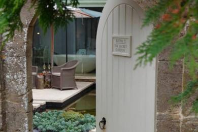 Одна з двох «Таємних кімнат», розташованих на подвір'ї - твій власний сад