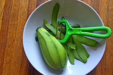 Чистимо авокадо
