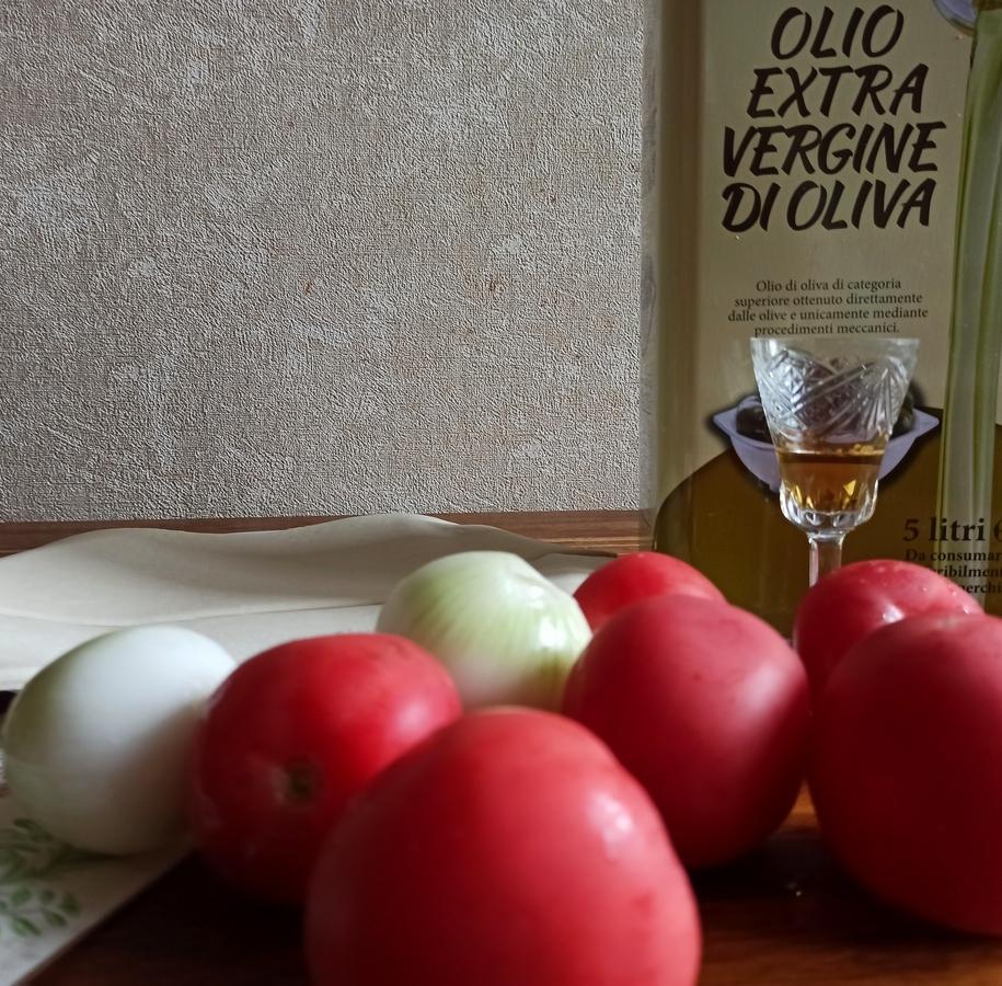 Основні інгредієнти для прованського пирога з томатами