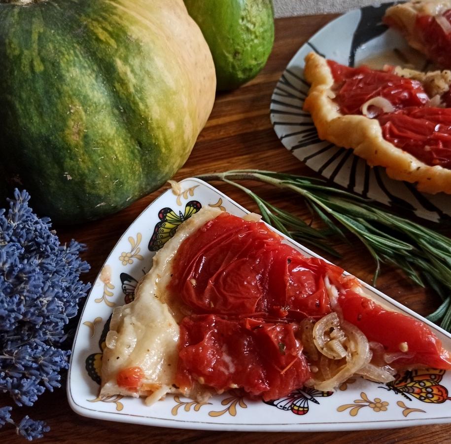 Прованський пиріг з томатами за рецептом Євгена Клопотенко готовий