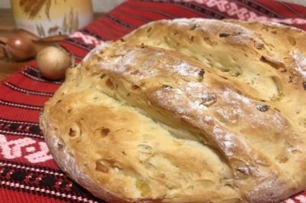 Домашній хліб з цибулею — випічка вихідного дня