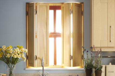 Віконниці в екстер'єрі та інтер'єрі — 30 ідей з фото