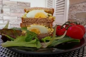 Японський сендвіч з яйцем, або Що приготувати з крашанок після Великодня?