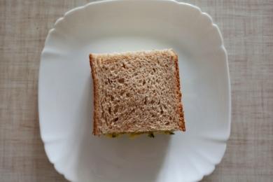 Накриваємо салат другою половинкою тостового хліба