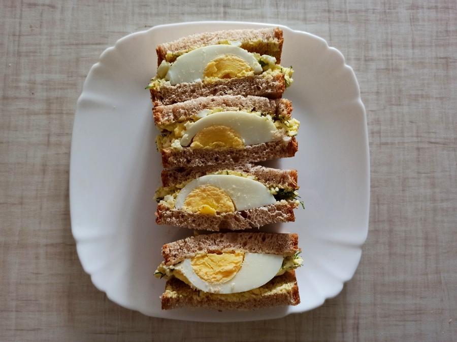 Японський сендвіч з яйцем готовий