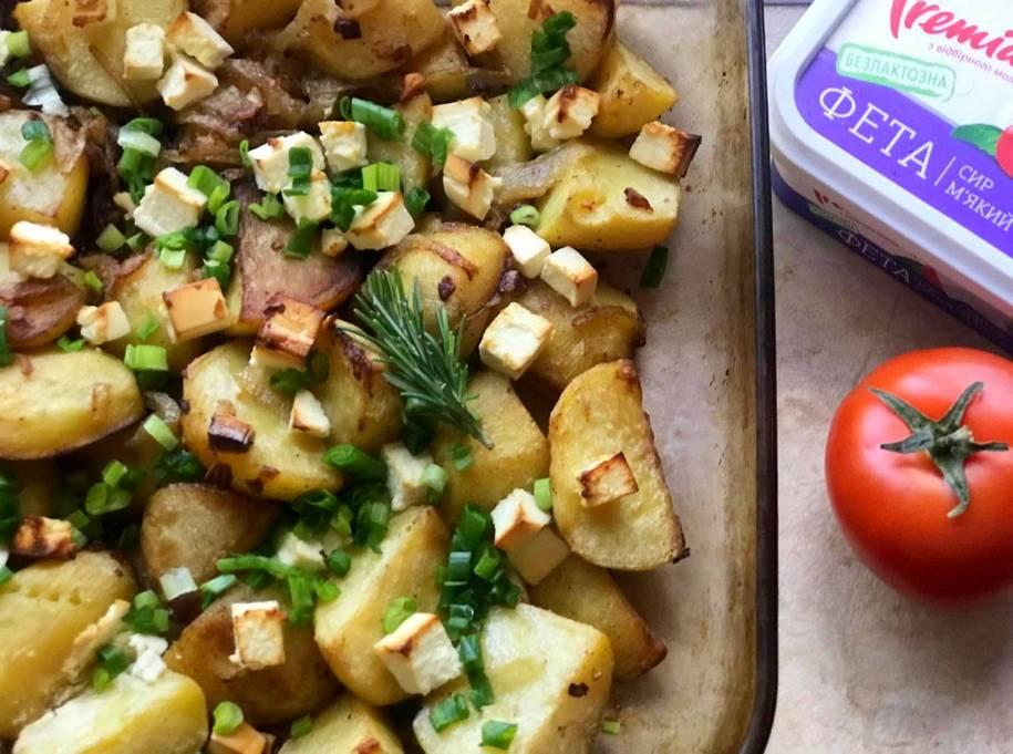 Запечена картопля з сиром фета або бринзою