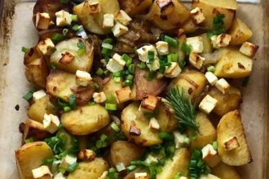 Запікаємо картоплю з сиром фета 15-20 хвилин