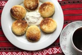 Рецепт сирників з яйцем і борошном