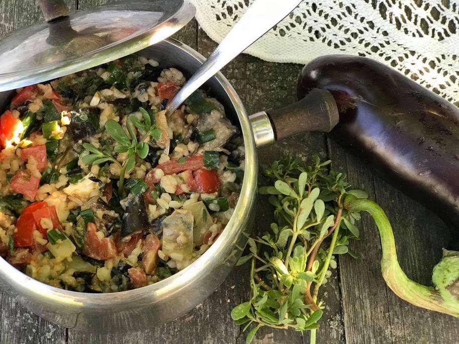 Салат з печеними баклажанами, портулаком і фетою
